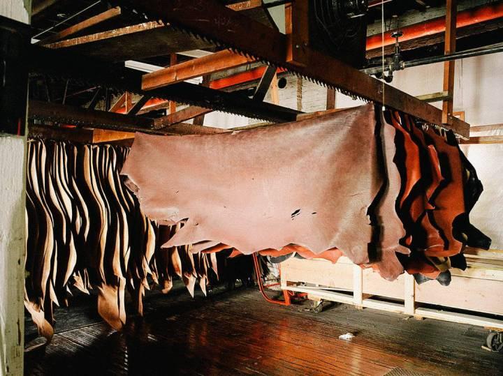 Eko materiály a udržitelnost kůže:analýza